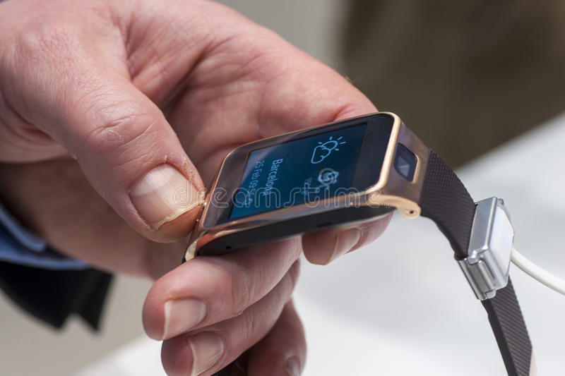Download SAMSUNG GEAR 2, MOBILE WORLD CONGRESS 2014 Editorial Photography - Image of businesspeople, deal: 38245437