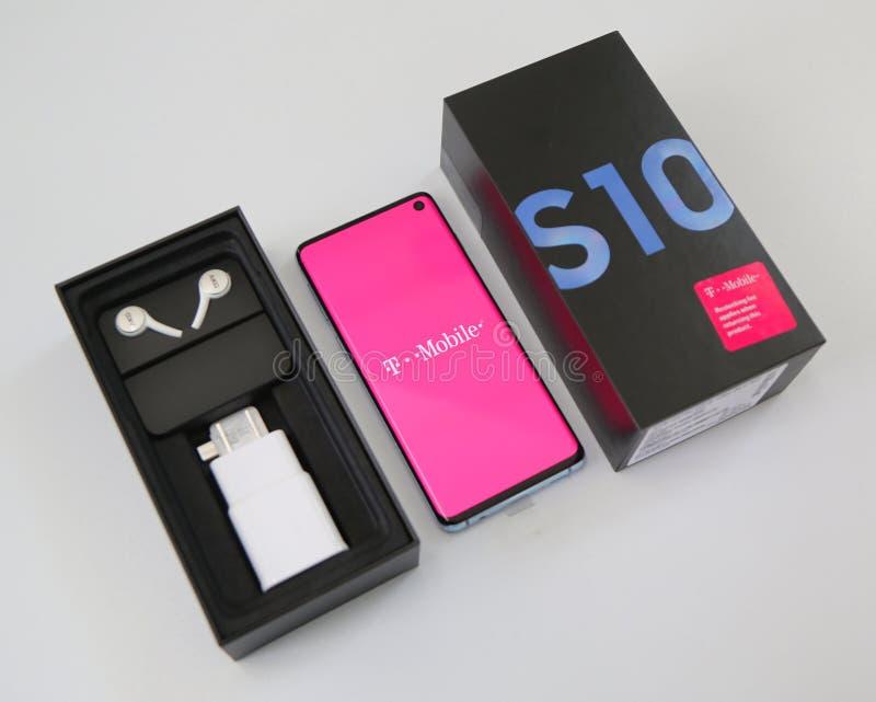 Samsung levererade den nyaste telefongalaxen S10 till kunden i New York royaltyfri fotografi