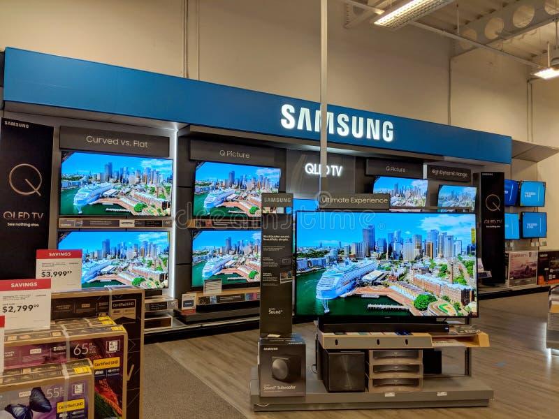 Samsung logo och inre Best Buy för TVskärm lager arkivfoto