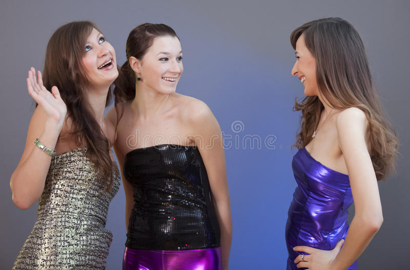 samtal av tre kvinnor royaltyfri bild