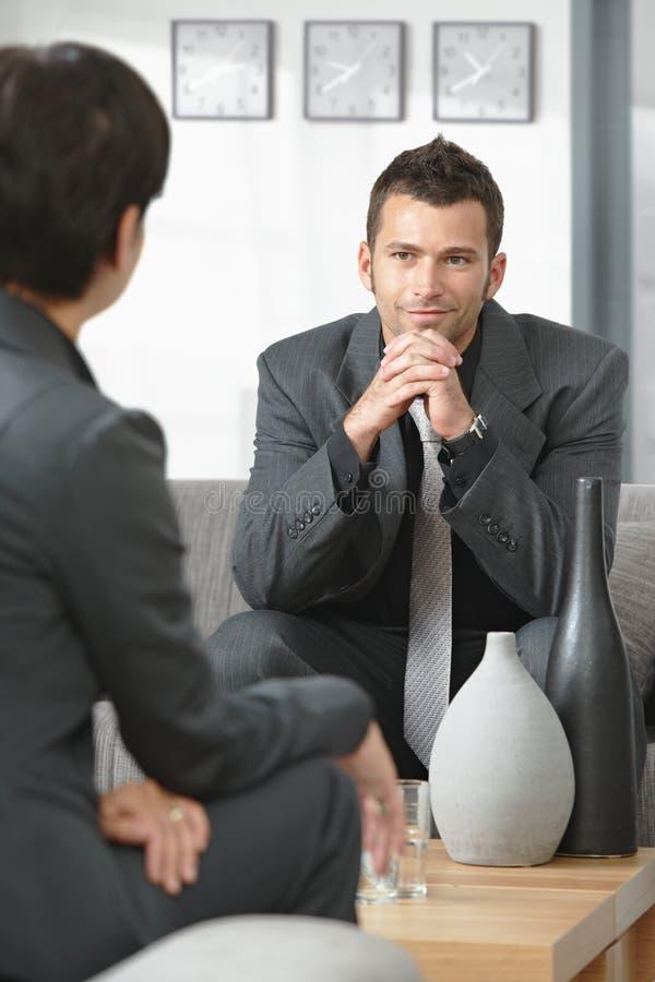 samtal för affärsfolk arkivbilder