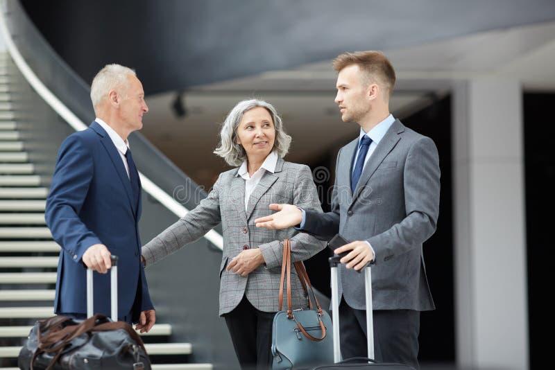 Samtal i flygplats royaltyfri bild