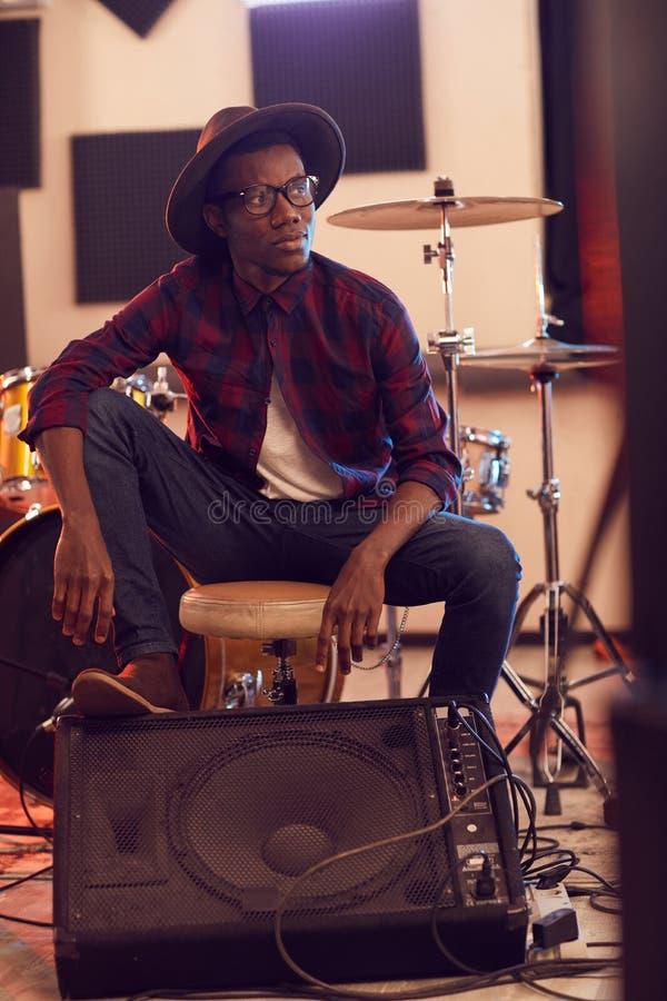Samtemporär afrikansk-amerikansk musiker royaltyfri bild