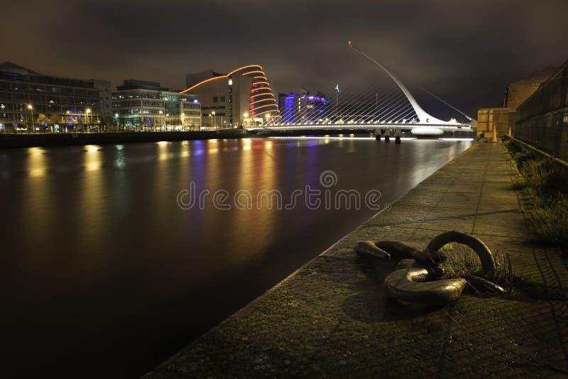 Samuel Becket Bridge in Dublin nachts stockfotografie