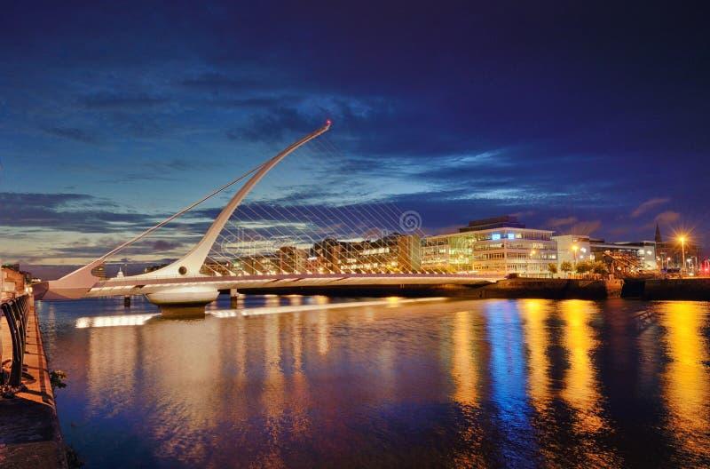 Samuel Beckett Bridge en de rivier Liffey stock fotografie