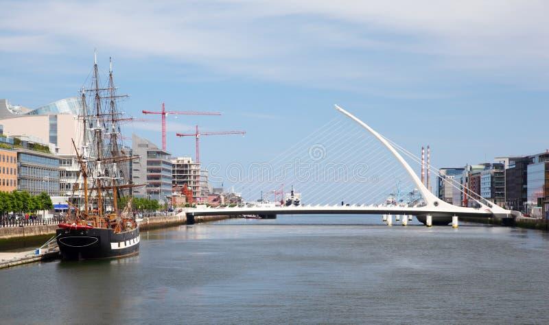 Samuel Beckett Bridge over Rivier Liffey royalty-vrije stock afbeelding