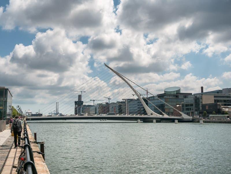Samuel Beckett zawieszenia most nad rzecznym Liffey w Dublin obraz stock