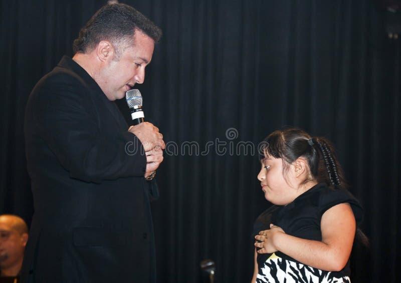 Samuel Hernandez que se realiza durante un concierto cristiano en el Br fotografía de archivo libre de regalías