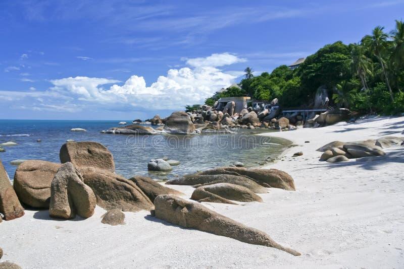 Samui raisonnable blanc rocheux Thaïlande de ko de lamai de plage photographie stock libre de droits