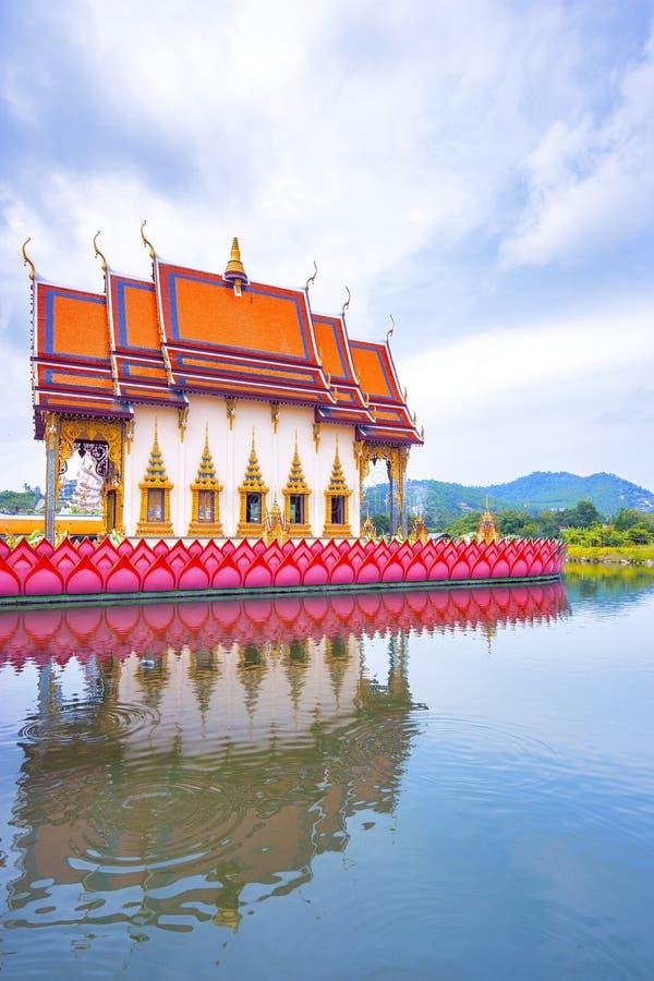 SAMUI, TAILANDIA - 2 LUGLIO 2016: Tempio Wat Plai Laem immagini stock libere da diritti