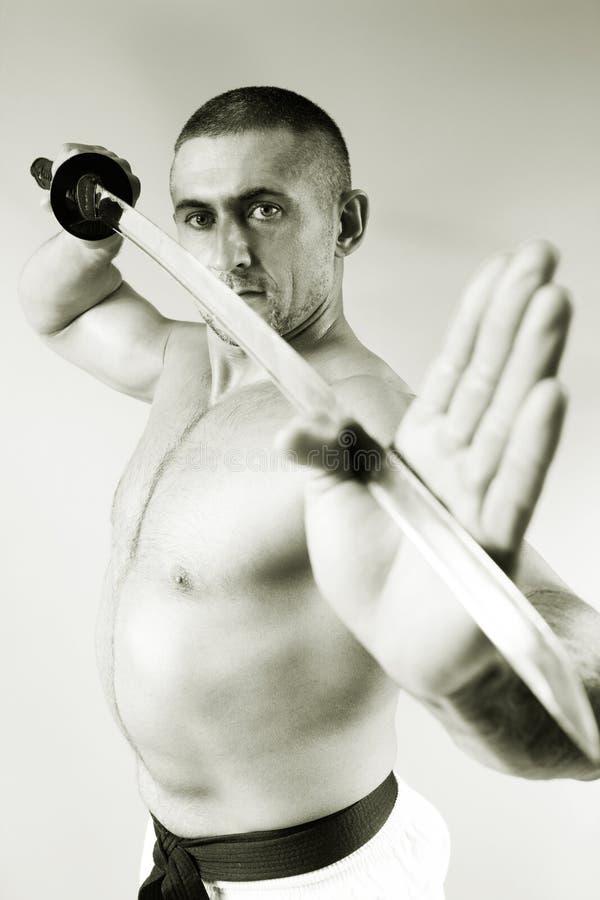 Samurai con una espada fotografía de archivo