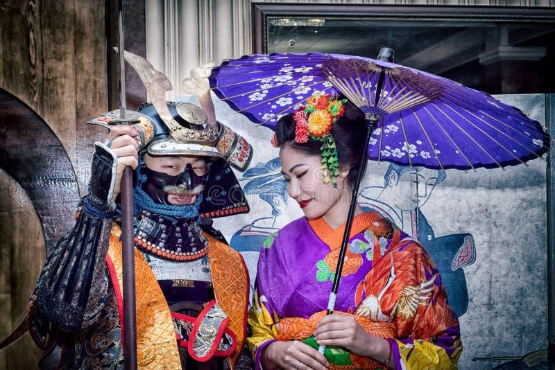 Samurai och geisha arkivbild