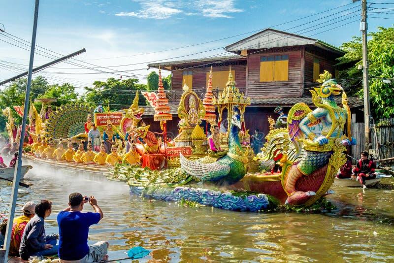 SAMUT PRAKAN, TAILANDIA 18 OTTOBRE 2013: Lotus Giving Festival immagine stock libera da diritti