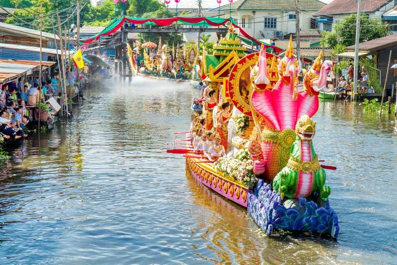 SAMUT PRAKAN, TAILANDIA 18 OTTOBRE 2013: Lotus Giving Festival fotografia stock