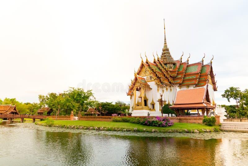 SAMUT PRAKAN, TAILANDIA, settembre 2017: La città antica Phra Thinang Dusit Maha Prasat fotografie stock libere da diritti
