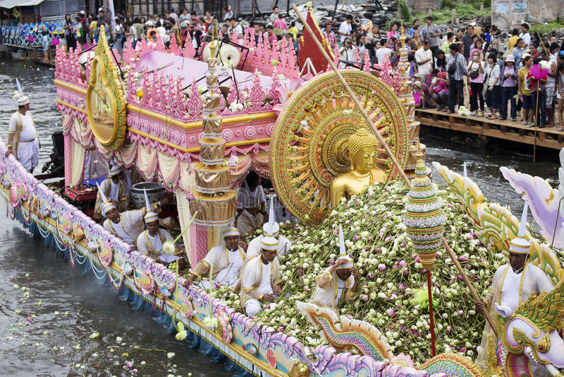 SAMUT PRAKARN, THAILAND-OCTOBER 7日2014年:给节日的莲花 免版税库存图片