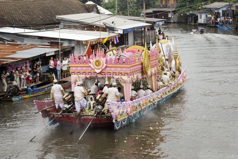 SAMUT PRAKARN, THAILAND-OCTOBER 7日2014年:给节日的莲花 库存照片