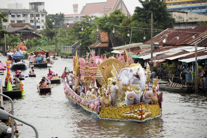 SAMUT PRAKARN, THAILAND-OC TOBER 7, 2014: Lotus Giving Festiva fotografia stock