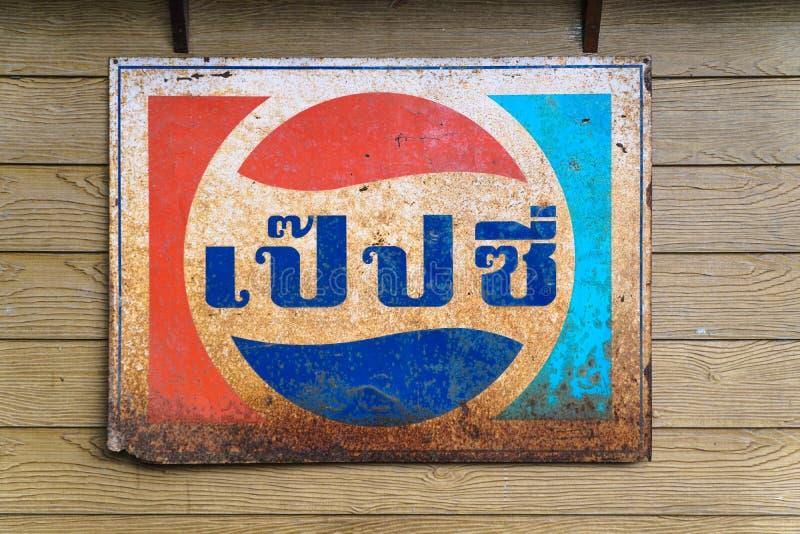 Samut Songkhram, Thailand - November 17: Oude zink reclamebedelaars royalty-vrije stock foto