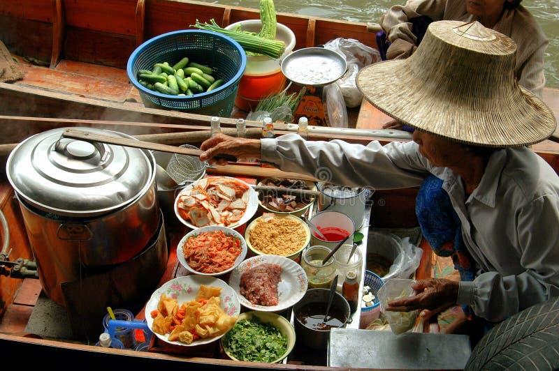 Samut Songkram, Tailandia: Mercado flotante fotografía de archivo