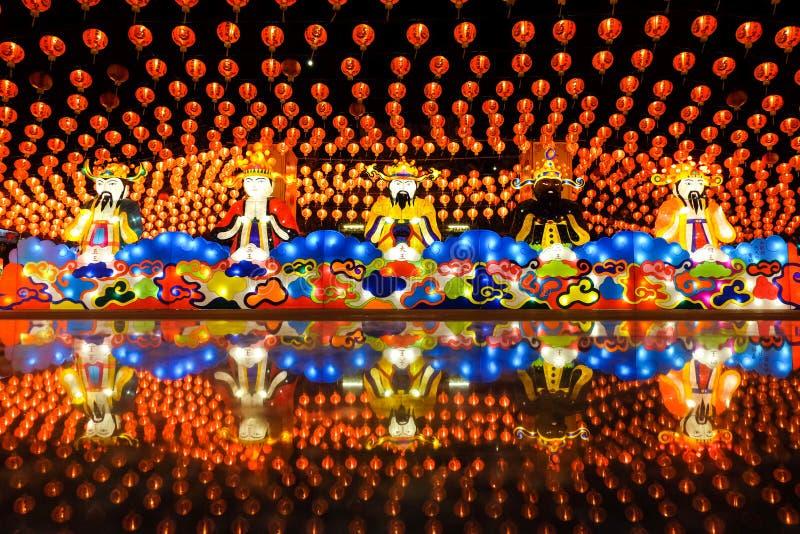 Samutprakan, Tailândia - 4 de fevereiro de 2019 : Festival chinês de ano novo e lanterna na Tham Katanya Shrine Foundation Sian L foto de stock