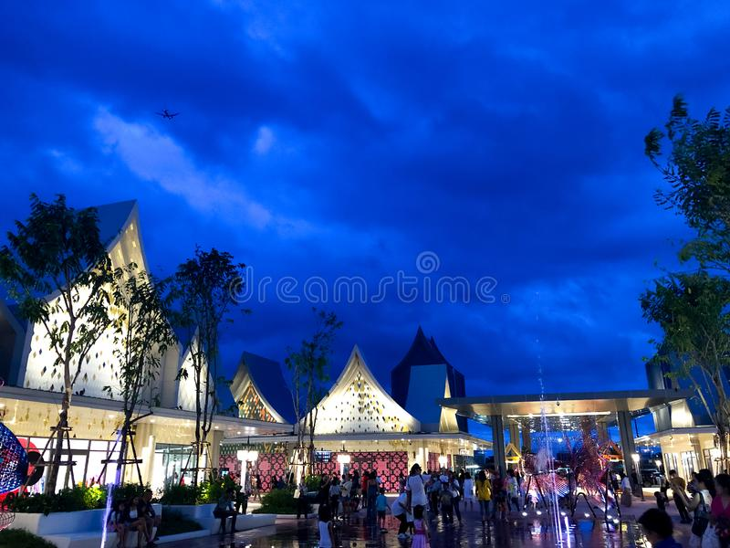 Samutprakarn, Tailândia - 31 de agosto de 2019 : Central Village Bangkok Luxury Outlet é o primeiro mercado internacional da Tail fotos de stock royalty free