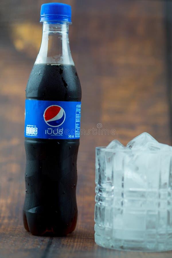 Samutprakarn Thailand - 30 Juni, 2019 Pepsi l?sk Pepsi är en kolsyrad läsk som produceras och tillverkas av Pepsi Co I arkivfoto