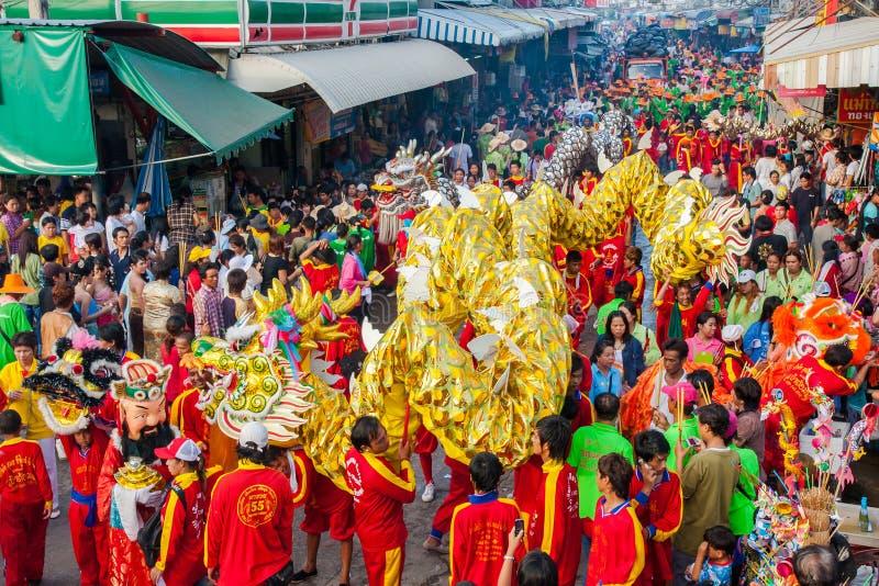 Download SAMUTSAKHON, THAÏLANDE : 31 MAI : Dragon D'or Et Lion Faisant R Photographie éditorial - Image du carnaval, oracle: 56480087