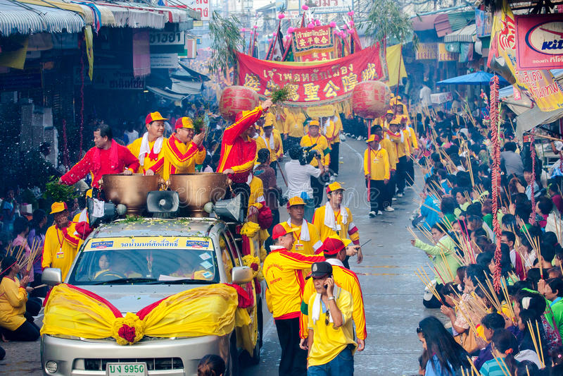 SAMUTSAKHON, THAILAND: 31 MEI: Gouden draak en Leeuw die r doen royalty-vrije stock afbeeldingen