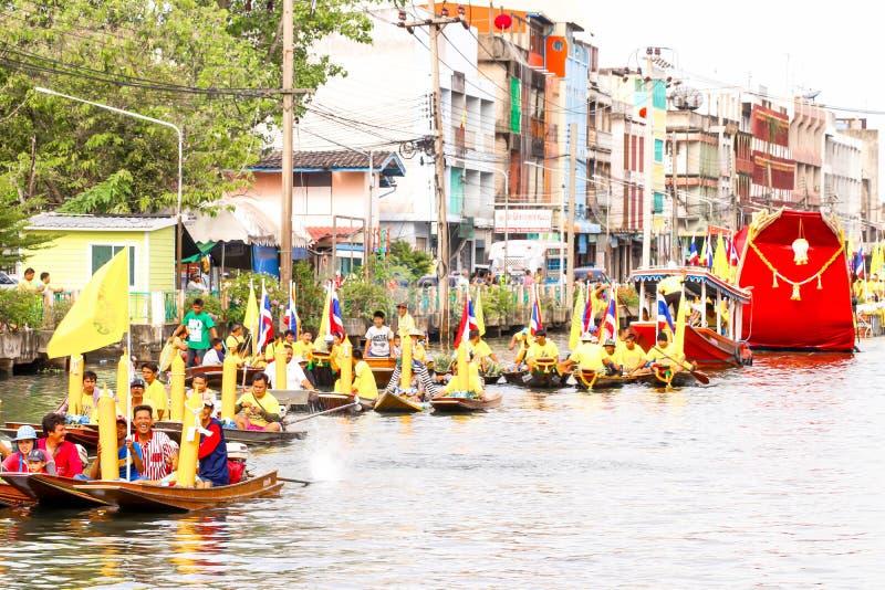 SAMUTSAKORN, ΤΑΪΛΑΝΔΗ - 27 Ιουλίου, ταϊλανδική παρέλαση στην παράδοση βαρκών στοκ φωτογραφία