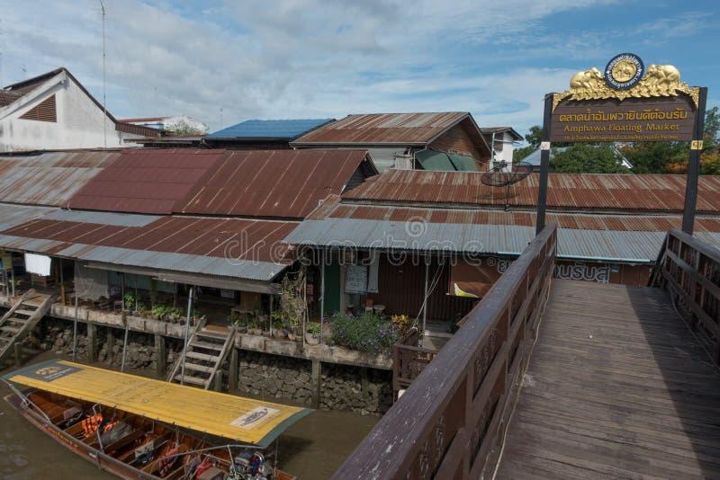 SAMUTSONGKHRAM, THAILAND - JUNI 6: Ampawa het drijven de markt is a stock foto