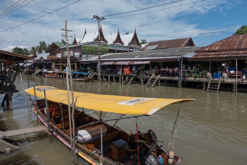 SAMUTSONGKHRAM, THAILAND - JUNI 6: Ampawa het drijven de markt is a royalty-vrije stock afbeelding