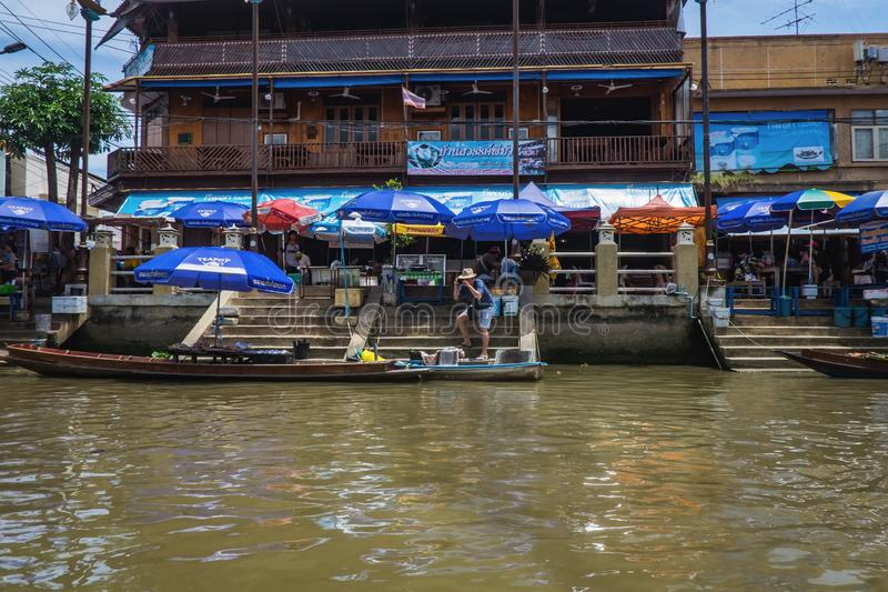 Unacquainted Thai people and tourists come to visit Amphawa Floating market in holiday time. Samutsongkhram/Thailand - 16 September 2107 : Unacquainted Thai stock photography