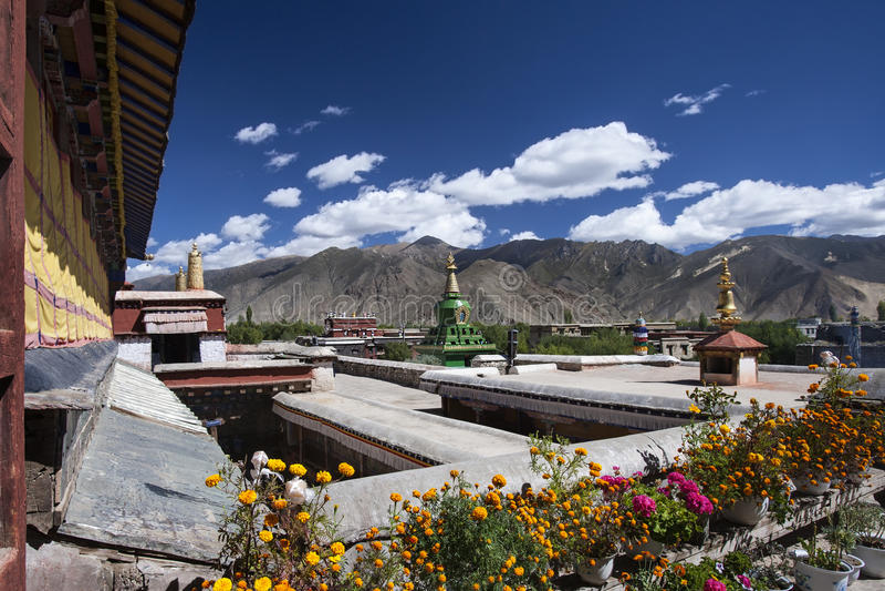 Samyeklooster dichtbij Tsetang in Tibet - China stock afbeeldingen