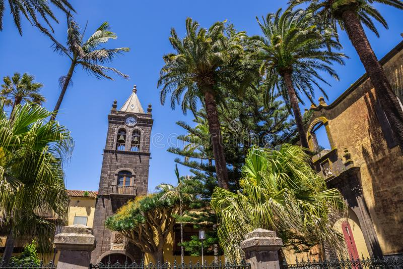 San Agustin kloster, historiskt museum inom en kyrklig och tidigare kloster under fridfulla trädgårds- surrounds cristobal de-la  royaltyfri bild