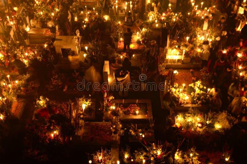 SAN ANDRÃ ‰ S MIXQUIC, MEXICO - NOVEMBER 2012: Jaarlijkse die herdenking als `-La Alumbrada ` in de loop van de dag van de doden  royalty-vrije stock afbeeldingen