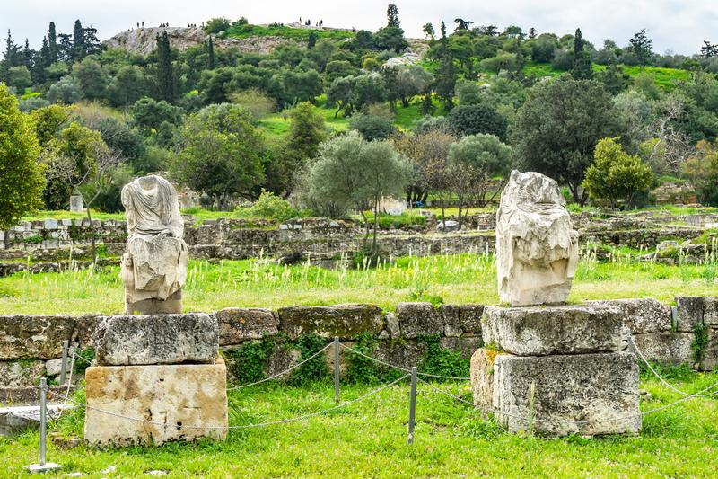 San antico Paul Rock Acropolis Athens di Areopagus dell'agora delle statue fotografie stock