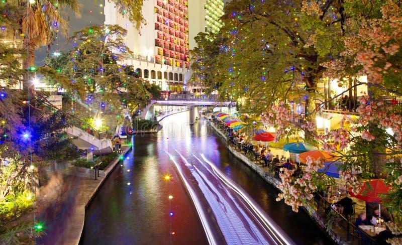 San Antonio Riverwalk alla notte fotografie stock libere da diritti