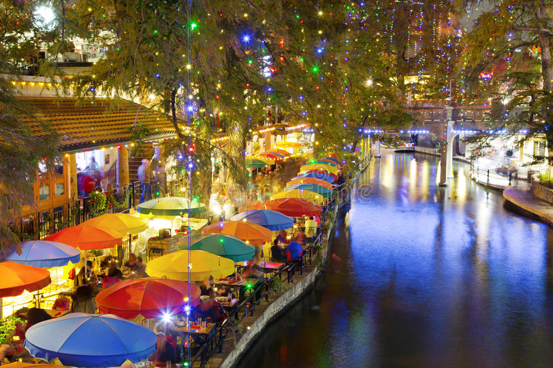 San Antonio Riverwalk nachts lizenzfreie stockfotografie
