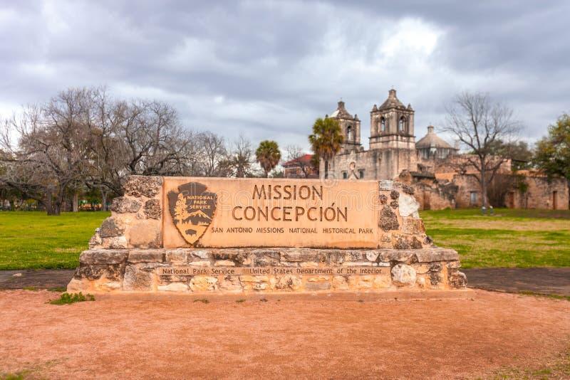 SAN ANTONIO, TEXAS - 26 DE JANEIRO DE 2019 - entrada da concepção da missão - exemplo da arquitetura colonial espanhola - local d fotos de stock royalty free
