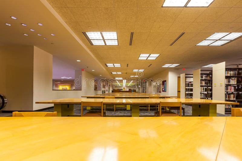 SAN ANTONIO, TEXAS - FÓSFORO 26, 2018 - San Antonio Central Library, o ramo principal da biblioteca pública imagens de stock royalty free