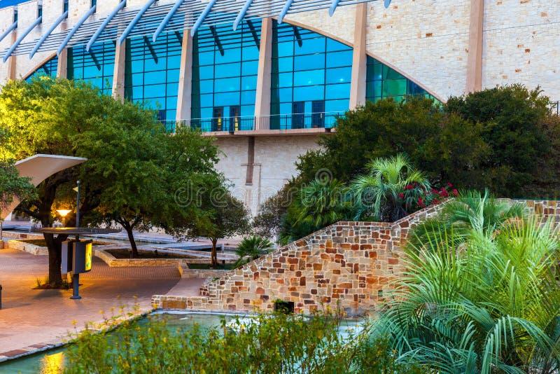 SAN ANTONIO TEXAS - NOVEMBER 10, 2017: Henryen B Gonzà ¡ lez Convention Center är staden av loen för konventcentret för San Anton royaltyfria foton