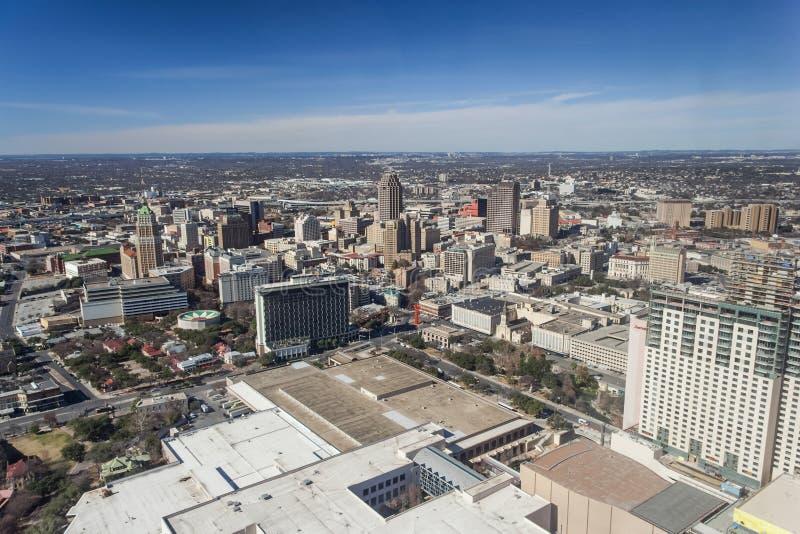 San Antonio TX/USA - circa Februari 2016: I stadens centrum San Antonio, Texas som sett från tornet av Americasna royaltyfria foton
