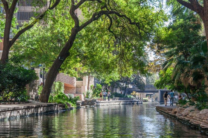 San Antonio, TX/USA - circa November 2015: Riviergang in San Antonio, Texas royalty-vrije stock foto's