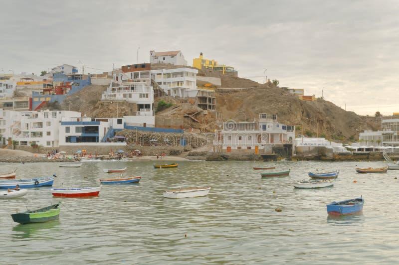 San Bartolo, Lima, Pérou station de vacances, bateaux et océan photos libres de droits