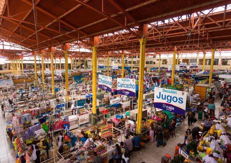 SAN CAMILO TRADITIONEEL OUD MARKET PLACE IN AREQUIPA, PERU royalty-vrije stock foto
