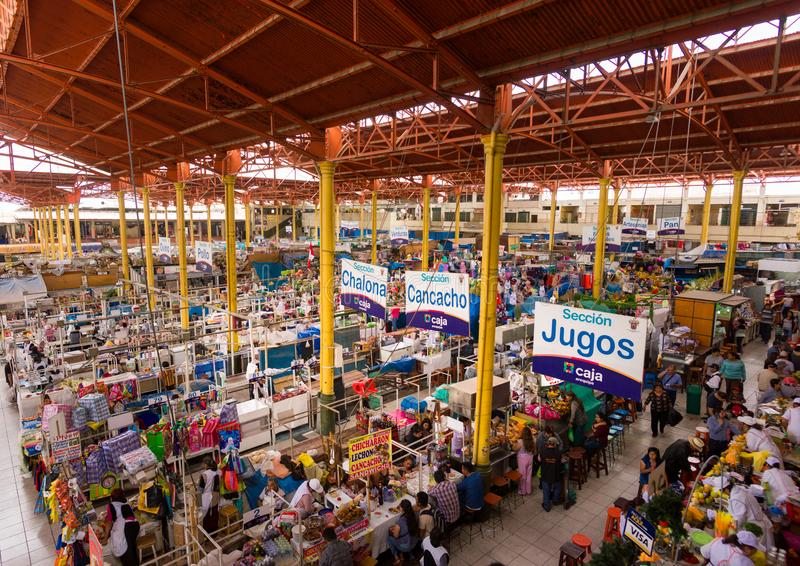 SAN CAMILO TRADITIONELLES ALTES MARKET PLACE IN AREQUIPA, PERU lizenzfreies stockfoto