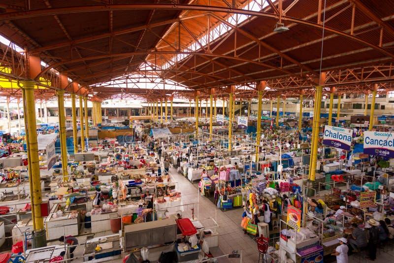 SAN CAMILO TRADITIONELLES ALTES MARKET PLACE IN AREQUIPA, PERU lizenzfreie stockfotos