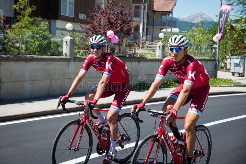San Candido, Itália 26 de maio de 2017: Ciclistas profissionais antes da partida da fase dura da montanha foto de stock