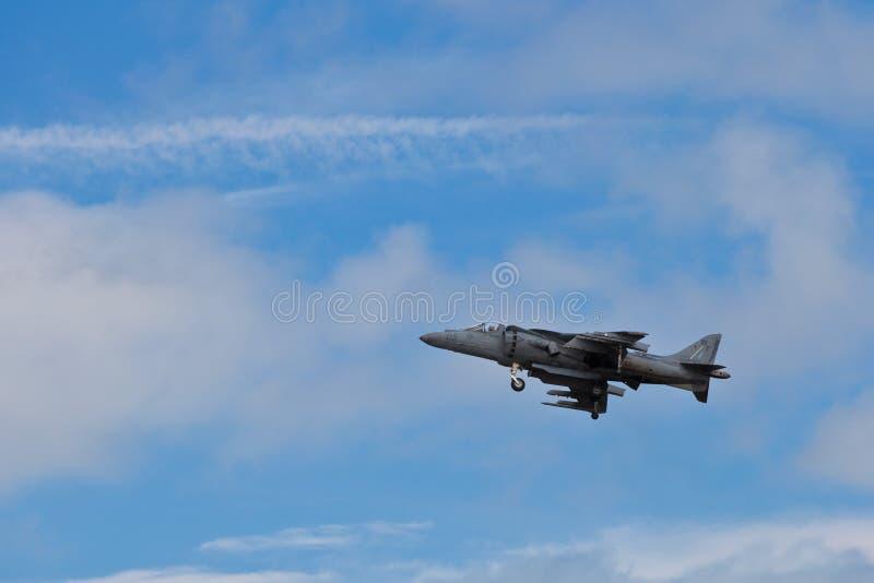 SAN CARLOS, CA - 19 DE JUNIO: El corredor de cross de AV-8B salta el jet fotos de archivo libres de regalías